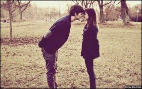 gambar romantis berciuman